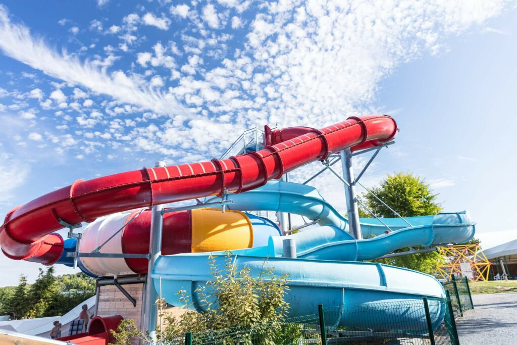 toboggans aquatiques géants du camping la vallée en normandie